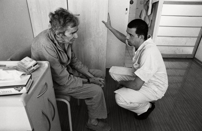 expo-sorbonne-le-temps-dun-regard-paris-aide-soignant-et-patient.jpg