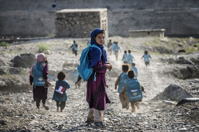 chemin de l école 02 roberto schmidt in afghanistan, where acid attacks and poisoning of water by the taliban is on the increase at schools for girls.jpg